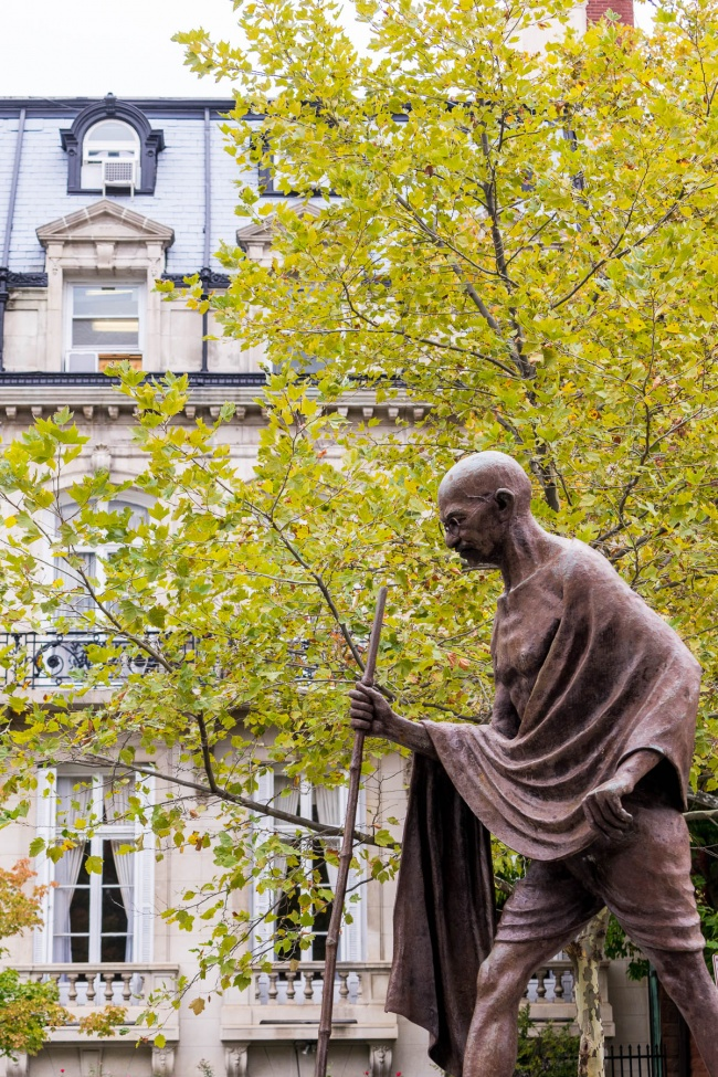 mahatma gandhi memorial, embassy of india, dupont circle, washington dc, ghandi memorial, fall, autumn,