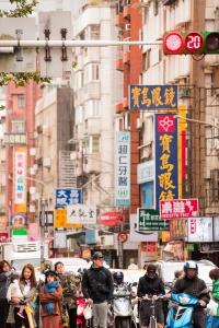 taipei, taiwan, pedestrians, street photography, crosswalk, taipei city, store signs, streets, crosswalk, street lights,