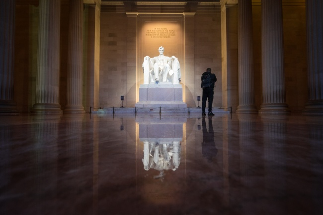 lincoln memorial, washington dc, national mall, reflection, puddle, rain, jarrett hendrix, interior, visiting the lincoln memorial,