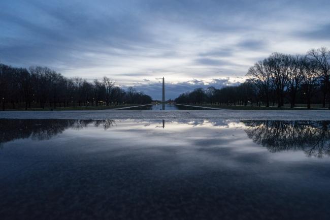 lincoln memorial reflecting pool, washington monument, overcast, washington dc, national mall, puddle, peak design tripod, travel tripod, long exposure, sunrise