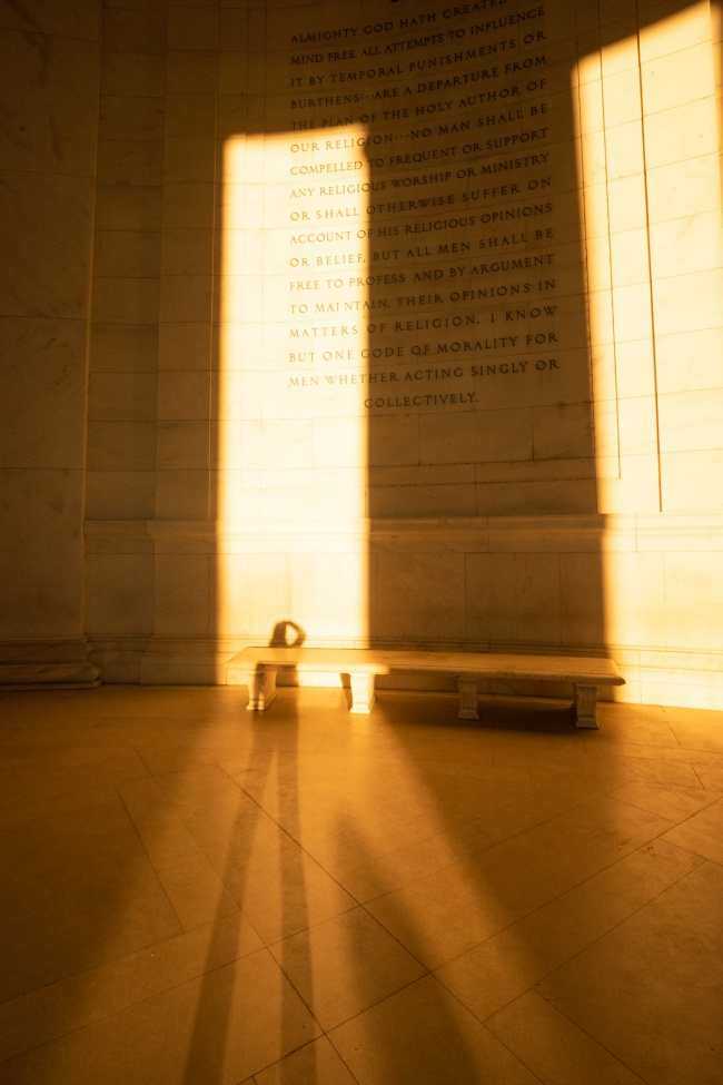 jefferson memorial, washington dc, national mall, the mall, interior of the jefferson memorial, shadows, selfie, washington dc,