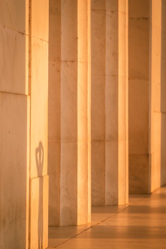 lincoln memorial, washington dc, national mall, runners, sunrise, glow, sun, columns, exterior, washington dc,