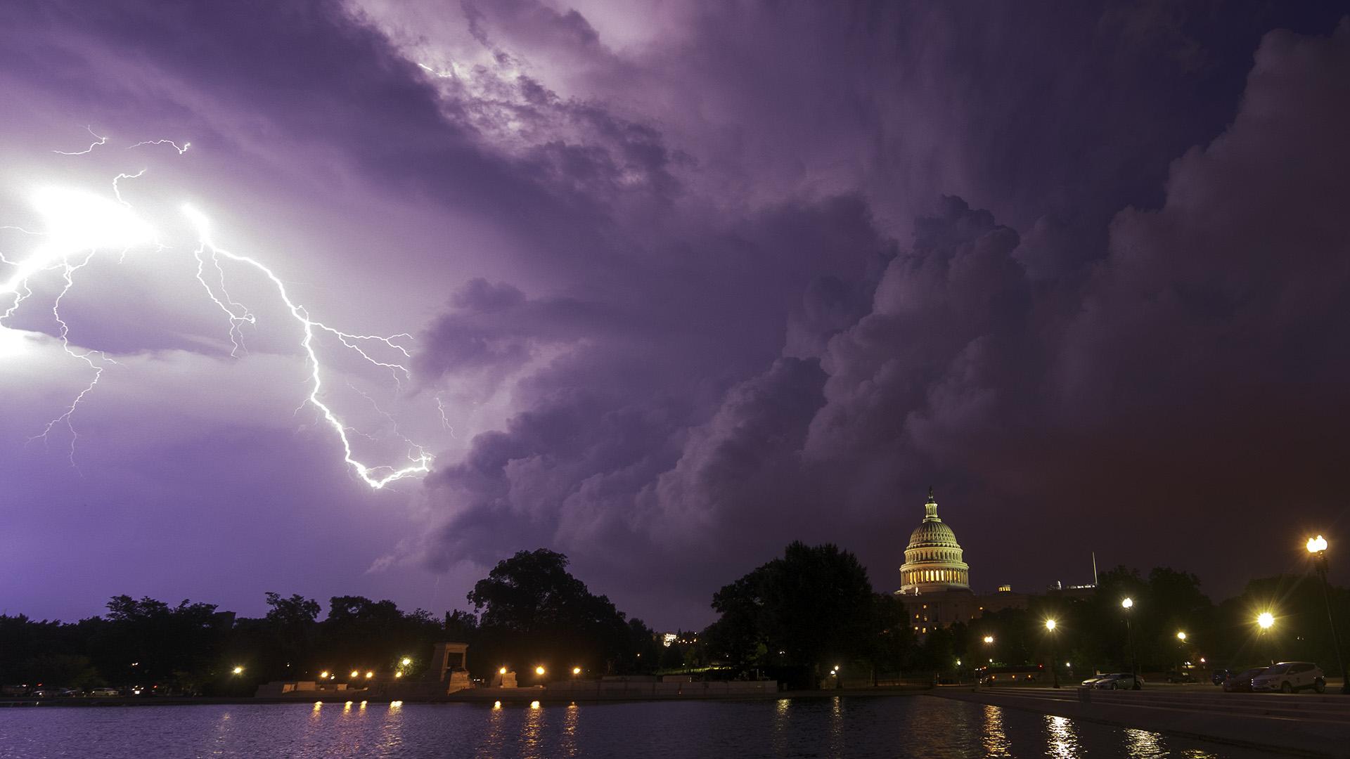US_Capitol_Storm_Zoom_Background_Angela B Pan