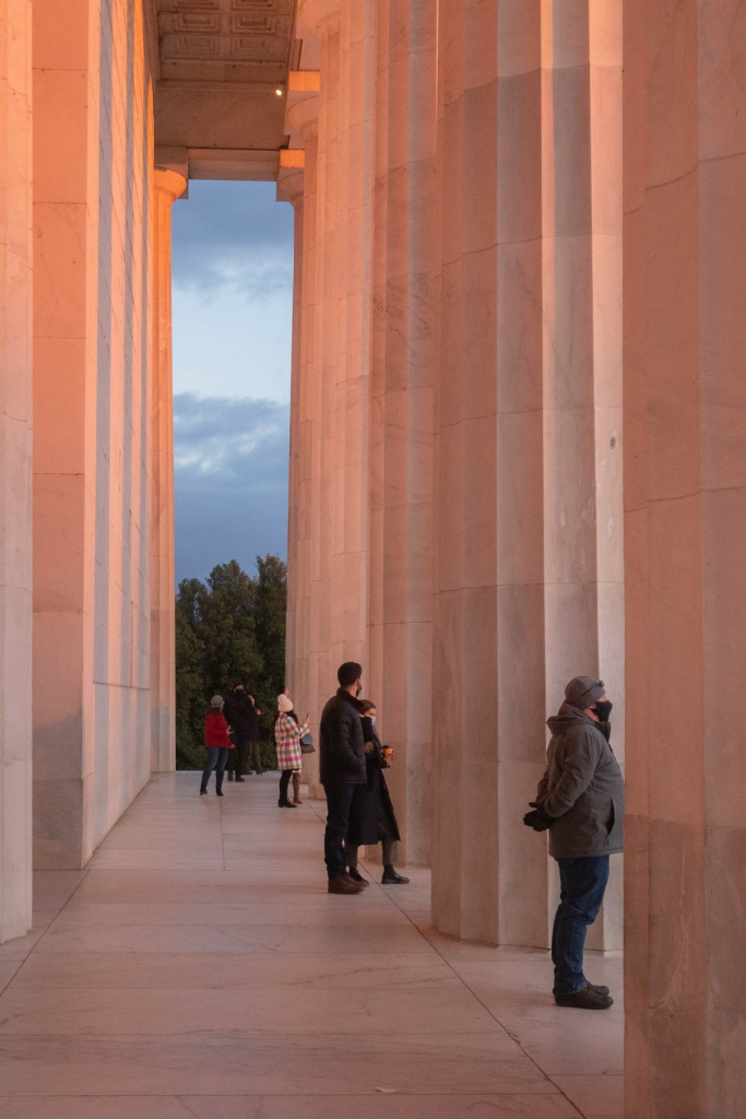 lincoln memorial, washington dc, national mall, sunrise, early morning, lincoln memorial interior, columns, architecture,